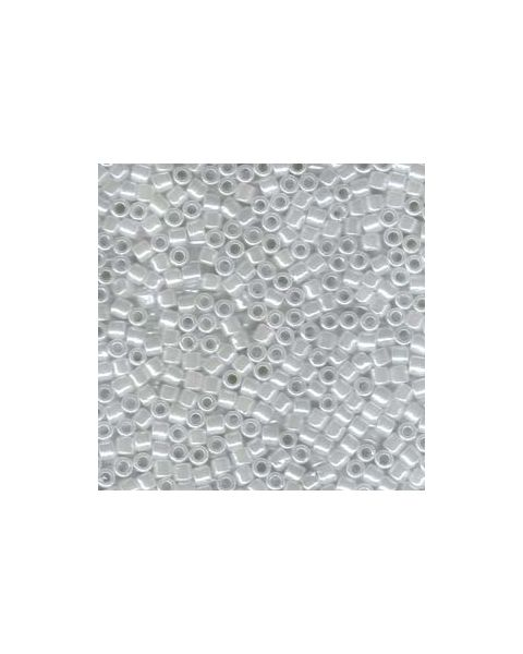 DELICA BEADS 8/0 LINED CRYSTAL/WHITE LUSTER DBL-0231