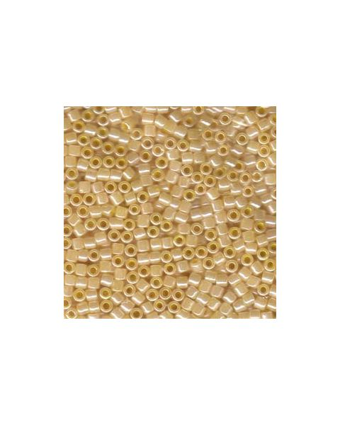 DELICA BEADS 8/0 LINED CRYSTAL YELLOW LUSTER DBL-0233
